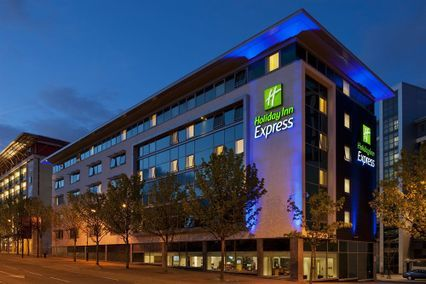 credit: http://www.hotels.com/ho274108/holiday-inn-express-newcastle-city-centre-newcastle-upon-tyne-united-kingdom/