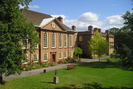 credit: http://upload.wikimedia.org/wikipedia/commons/8/8f/Somerville_College.jpg