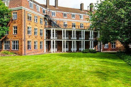 credit: http://www.travelstay.com/pages/Greenview_Court.htm