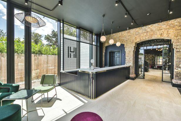 Hall Hox Park - Egham - 6
