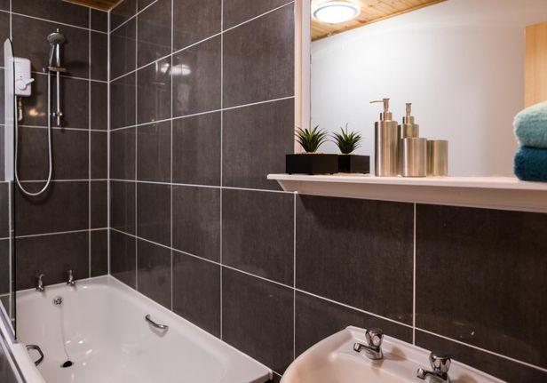 Hall iQ Kerria Apartments - 8