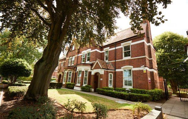 Hall Northbrook College Sussex - 6