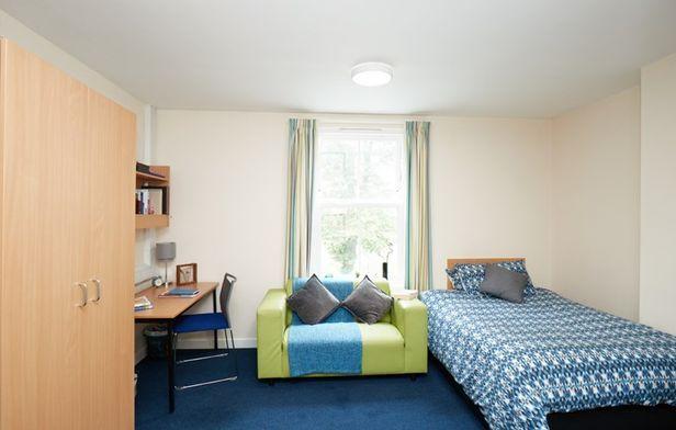 Hall Northbrook College Sussex - 3