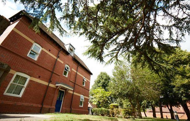 Hall Northbrook College Sussex - 5