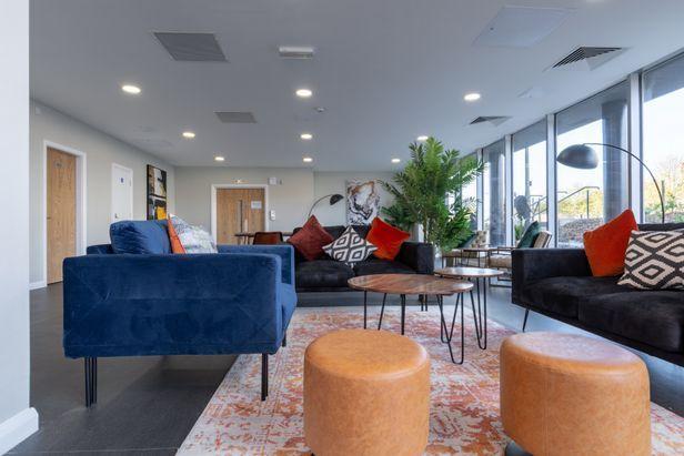 Hall One Islington Plaza - 5
